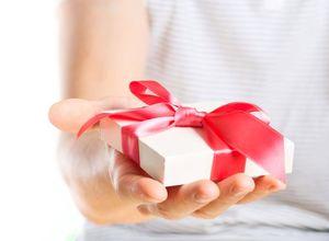 Подарок девушке на год отношений